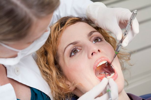dentist-looking-at-patients-teeth