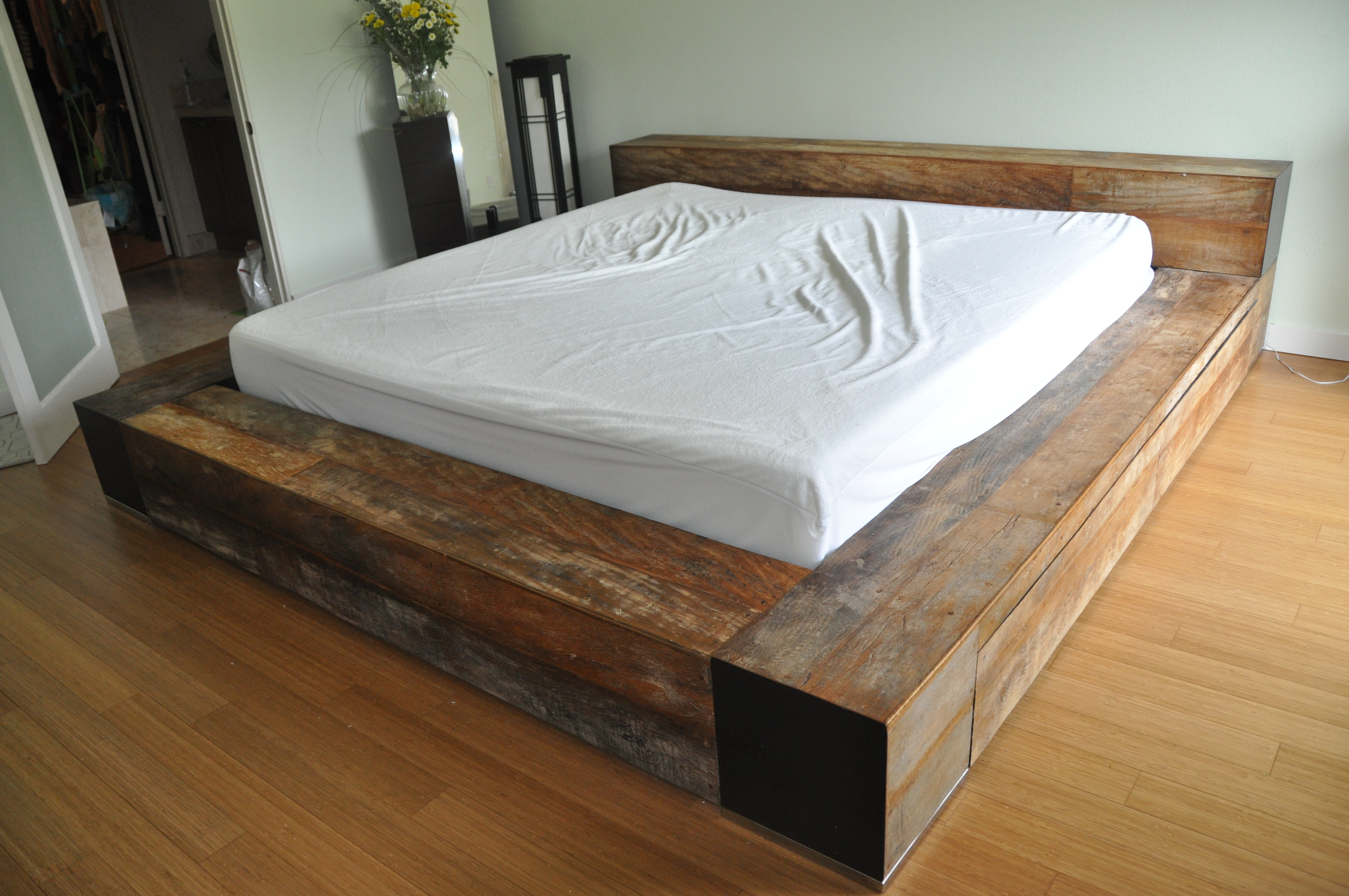 Advantages Of Having A Wooden Bed Frame